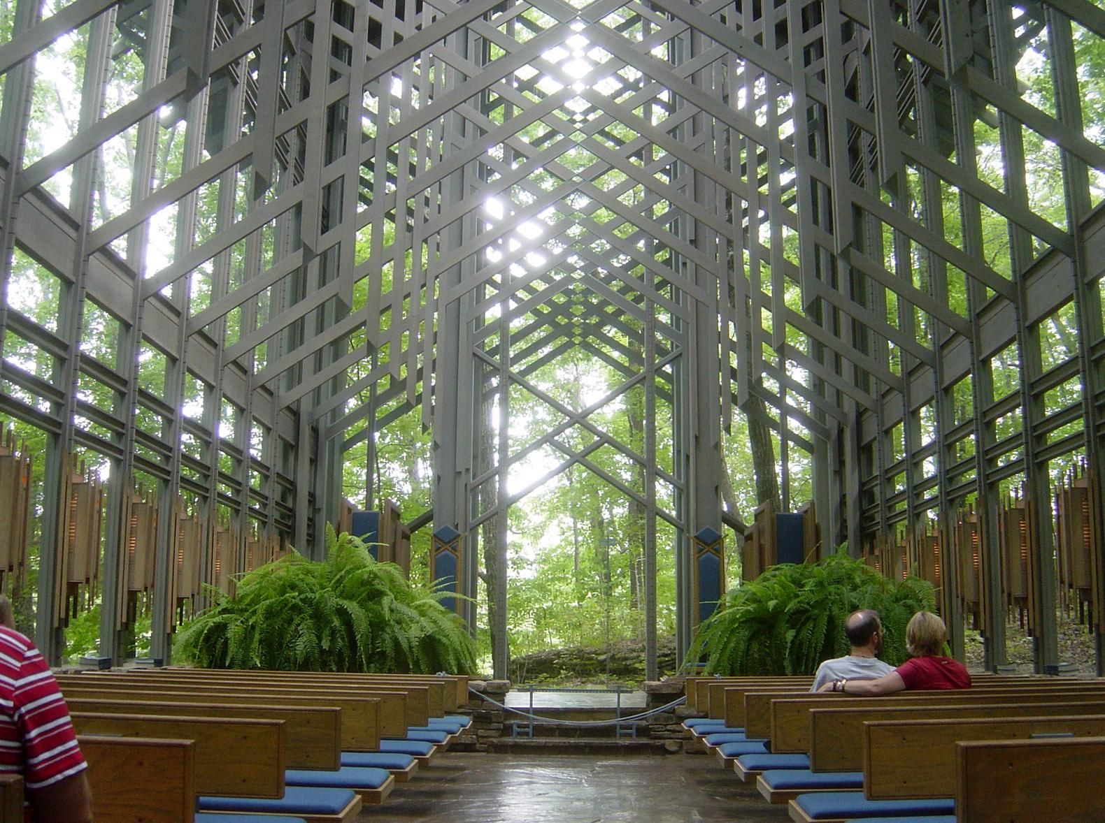Vista interna della Thorncrown chapel.