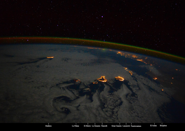 La Palma. Green-red airglow, due to Oxigen OI above 100km, is well visible with the stars. The fluidynamic paths appearing around the Canary Islands are called Kármán vortex streets. Photo Samantha Cristoforetti NASA ESA ASI.