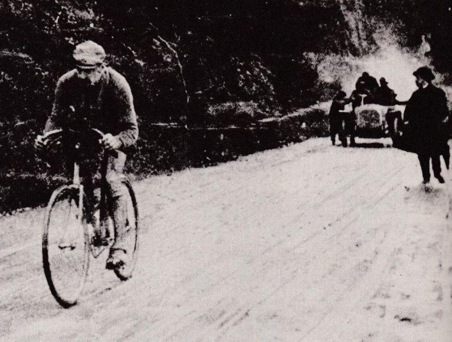 Allegato 2 (Vita N° 10, Giro Gavinelli - FIGURA 2) Luigi Ganna, vincitore del primo Giro d'Italia nel 1909