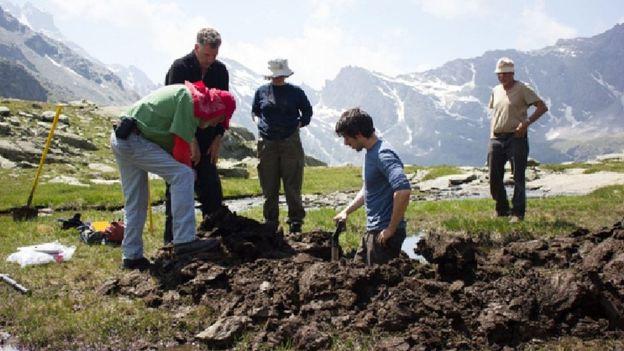 Allegato 8 - Studiosi e Ricercatori durante gli scavi alle Traversette nel 2009