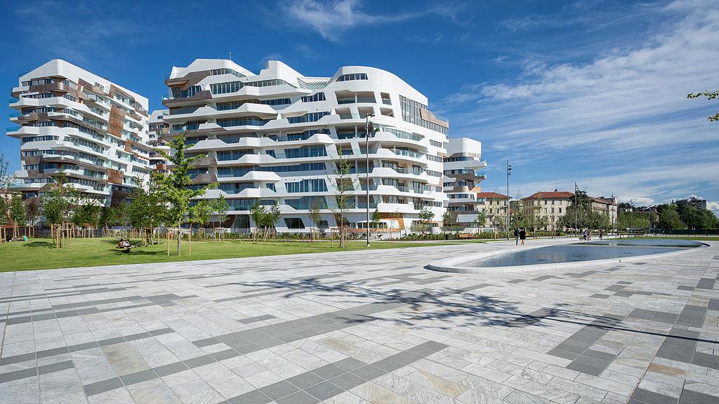 Le Residenze City-Life a Rho, nell'area periferica della decentrata Nuova Fiera Campionaria di Milano: secondo progetto milanese della Hadid, proposto nel 2004, iniziato nel 2009, e da poco finito (nel 2016)