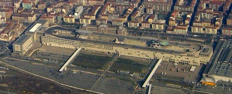 La Fabbrica torinese della FIAT al Lingotto vista dall'alto nel 2006, senza gli edifici di Renzo Piano sul tetto