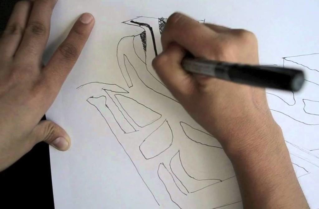 Zaha Hadid mentre disegna - nel 2011 - la sua utopica concezione di riplasmazione tonda del Lingotto di Torino, tramite forme curve insistite, sovrapposte alla rigida struttura a parallelpipedo esistente