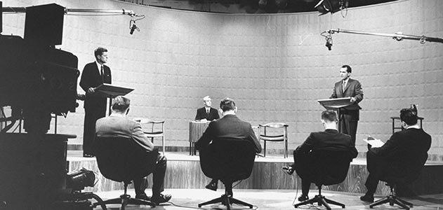 Il primo dibattito televisivo, tra RIchard Nixon e John. F. Kennedy, 26 settembre 1960. Confronto di proposte, rispetto reciproco tra i contendenti. Un'altra era.