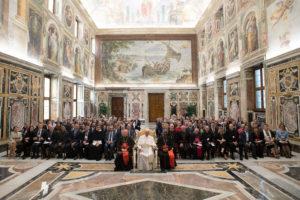 El Papa Francisco con los participantes en el Seminario Foto: Servizio Fotografico - Vatican Media