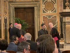 El Cardenal Ravasi en la audiencia con el Papa Francisco Foto: Albert Cortina
