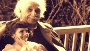 Albert Einstein con su hija Lieserl